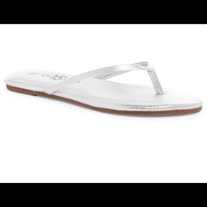 Yosi Samra Silver Leather Flip Flip Size 8 a/ Box